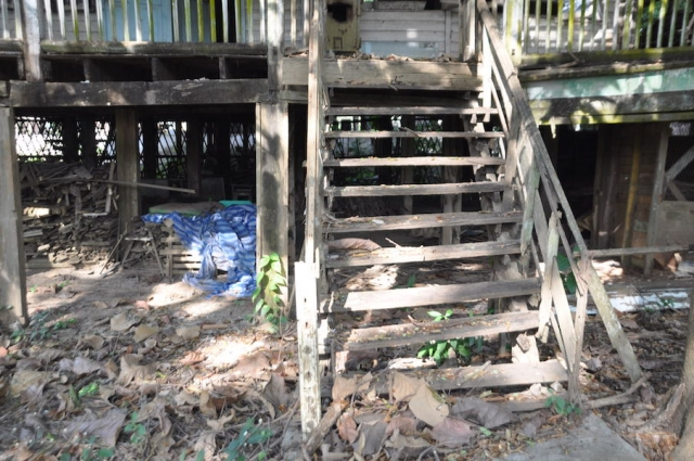 Steps of old house in bad shape